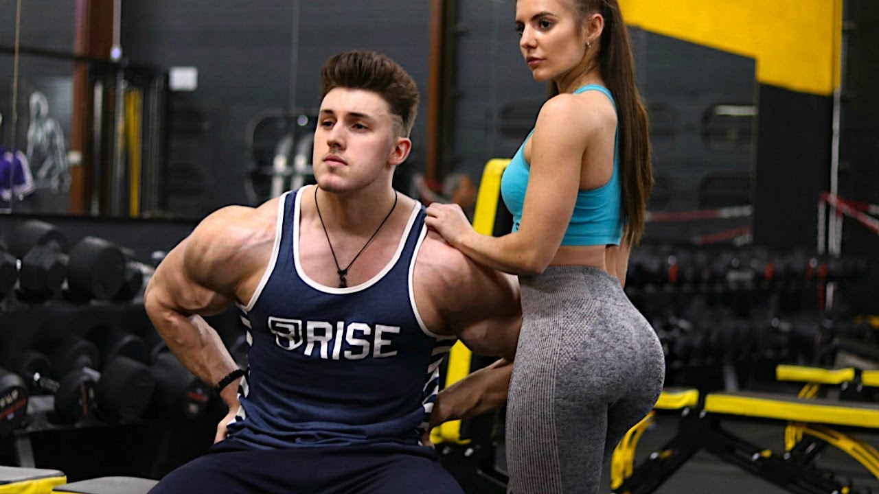 How to pick up girls at the gym?